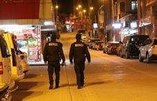 Eskişehir'de, araması olan ve bekçilerin devriyesi esnasında yakalanan 2 kişiden 1'i tutuklandı.
