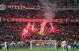 Eskişehirspor taraftarı, futbolcuların eksik yatan primini kulübe bağışladı