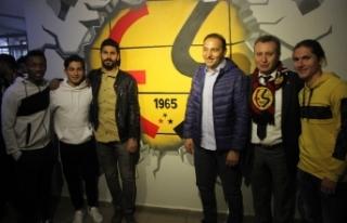 Fuat Çapa ve Eskişehirsporlu futbolcular öğrencilerle...