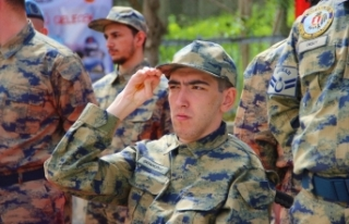 Hayallerini süsleyen Türk askeri üniformasını...