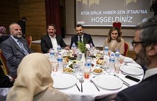 RTÜK Başkanı Şahin huzurevindeki yaşlılarla...