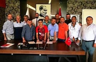 Eskişehirspor, Buğra Çağlıyan'la profesyonel...