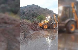 Mihalgazi'de yağıştan zarar gören yollar onarılıyor