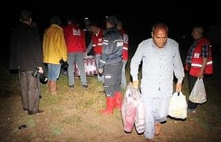 Sel mevsimlik tarım işçilerini vurdu
