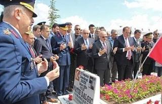 15 Temmuz kahramanlarından Fatih Dalgıç kabri başında...