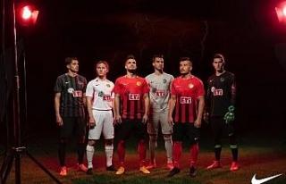 Eskişehirspor yeni sezon formalarını tanıttı