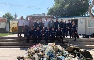 Sakaryabaşı'nda dalgıçların çöp temizliği