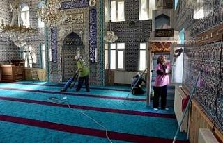 Bayram öncesi camilerde bayram temizliği