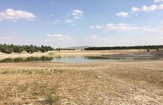 Günyüzü'nde kuraklık nedeniyle sulama göletleri...