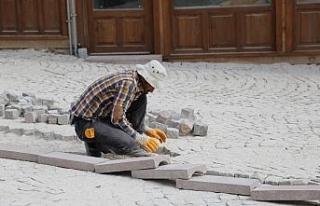 Tarihi Demirciler Arastasında zemin düzenleme çalışmaları...