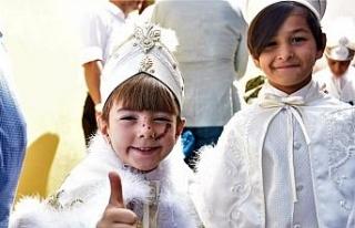 Eskişehir'de 11 yetim çocuk erkekliğe ilk adımını...
