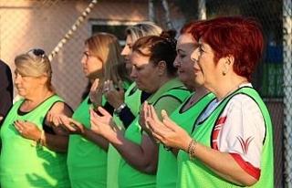 Kadınlar yeşil sahada Mehmetçik için dua etti