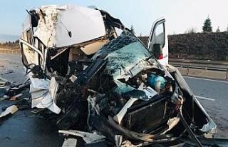 Bursasporlu tarafları taşıyan minibüs kaza yaptı:...