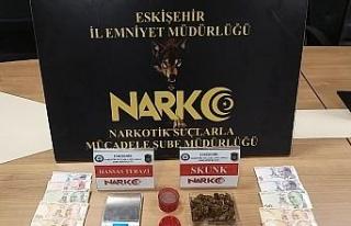 Eskişehir'de uyuşturucu şüphelisi 5 şahıs...