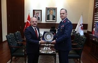 1'inci Ana Jet Üs Komutanı Ergün, Vali Çakacak'ı...