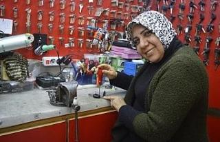 (Özel) Türkiye'nin ilk ruhsatlı kadın çilingiri...