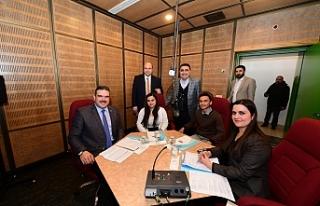 Rektör Çomaklı, TRT Türkiye'nin Sesi Radyosu'nun...
