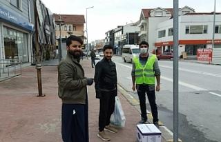 Dünya onları eve gönderiyor, Türkiye yardım ulaştırıyor