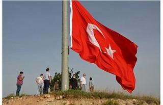 101. yılda 101 metrekarelik dev Türk bayrağı göndere...