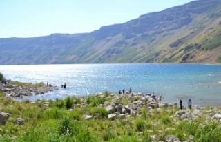 'Yeryüzü cenneti' Nemrut Krater Gölü...