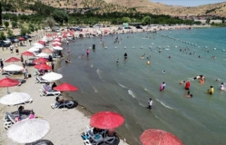 Hazar Gölü Doğu'daki tatilcilere Ege ve Akdeniz...