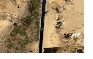 Süveyş Kanalı'nı kapatan gemi kurtarıldı