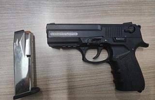 6 suçtan kaydı olan şahsın otomobilinde tabanca...