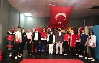 Başkan Acar'dan Taekwondo takımına ziyaret