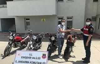 Çalınan 4 motosikleti jandarma bulup sahiplerine...