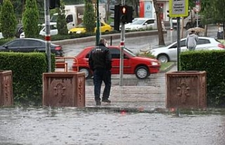 Eskişehir'de aniden başlayan sağanak yağmur...
