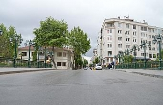 Hafta içi adeta insan seli yaşanan Eskişehir sokakları...