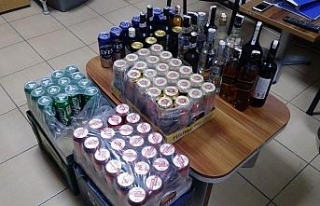 Şüphe üzerine durdurulan araçta alkol satışı...