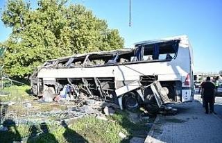 2 kişinin hayatını kaybettiği servis kazasında...