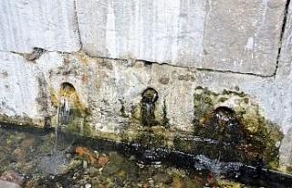Tarihi çukur çeşmenin bakır kurnaları çalındı