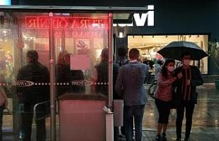 Yoğun yağış Eskişehir'de tramvay seferlerini...