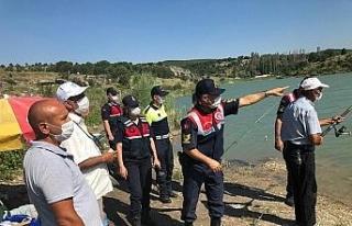 Jandarma ekipleri boğuma olaylarına karşı vatandaşları...