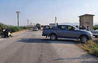 Tescilsiz motosiklet kamyonete çarptı: 1'i ağır...