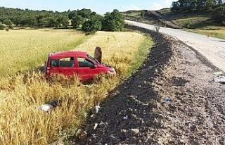 Virajı alamayarak devrilen araçtaki 1 kişi öldü,...