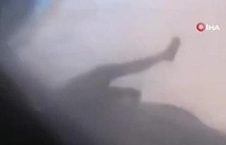 Afganistan'dan uçağın kanadına tutunarak...