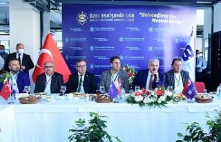 -Başkan Küpeli ve yönetimi 2.KOBİ-OSB'deki sanayiciler...