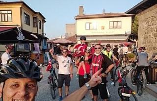Bisiklet tutkunları 30 Ağustos Zafer Bayramı'nı...