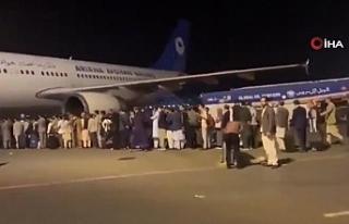 Kabil Havaalanı'nda tahliye sırasında adeta...