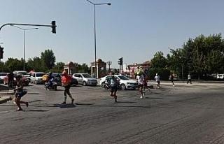 Koşu maratonundaki dalgınlık sürücüleri çileden...