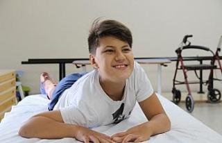 Özbekistanlı çocuğun yüzü Eskişehir'de güldü