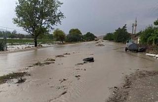 Şiddetli yağmur ilçeleri vurdu