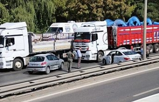 Eskişehir'de TIR ve 2 otomobil çarpıştı
