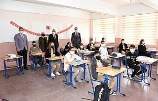 Kaymakam Kurt ve Başkan Bozkurt'tan okul ziyareti