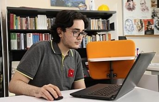 Lise öğrencisi yapay zekâ ve edebiyatı bir araya...