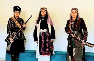 Eskişehir Anadolu Bacıları, Aydın'da tiyatral...
