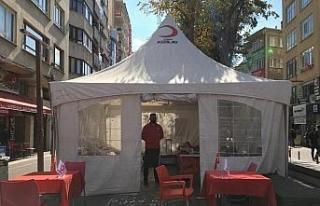 Kızılay Hamamyolu'nda kurduğu çadırda kan bağışlarını...